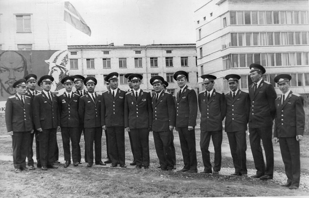 Командование первых курсантских батальонов училища. В центре полковники А.Е.Свинухов, Р.И. Абаев, И.П. Черных, А.В. Старостин,1971 г.